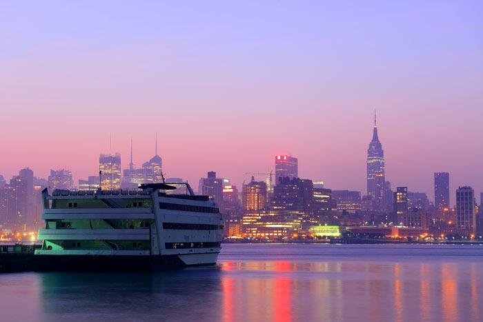 New-York_cruise-liner