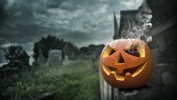 Все рейтинги : Топ-5 странных историй о традициях Хэллоуина