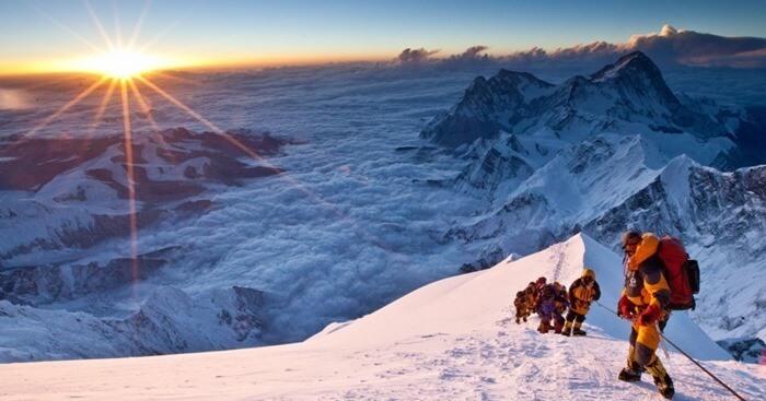 Эверест 6382 метра от центра Земли
