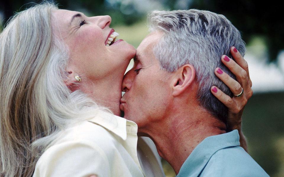 картинки с поцелуями пожилых людей изделия