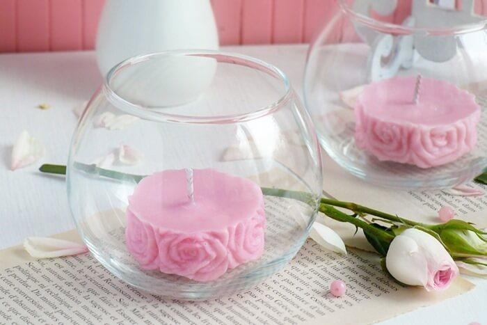 Свеча с ароматом розы