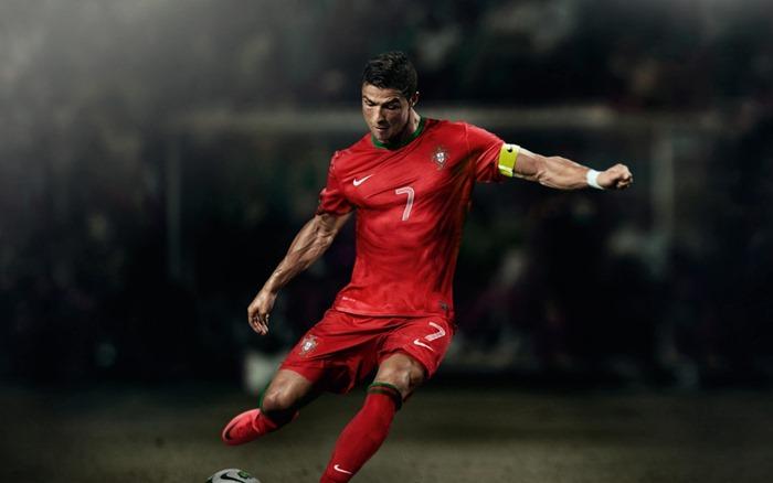 Криштиану Роналду самый высокооплачиваемый футболист мира
