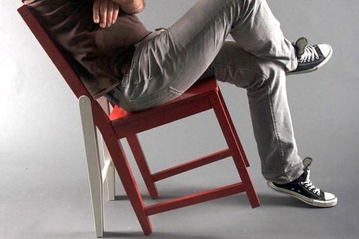 Стивен умер упав со стула