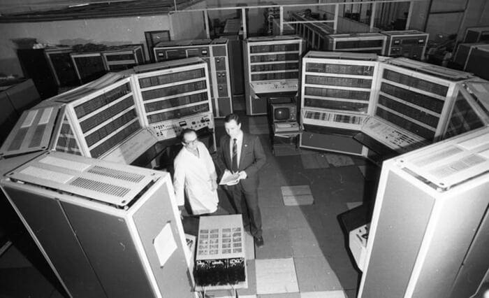 Большая электронная счетная машина