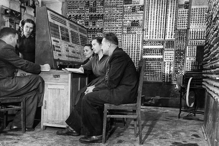 Малая электронная счетная машина