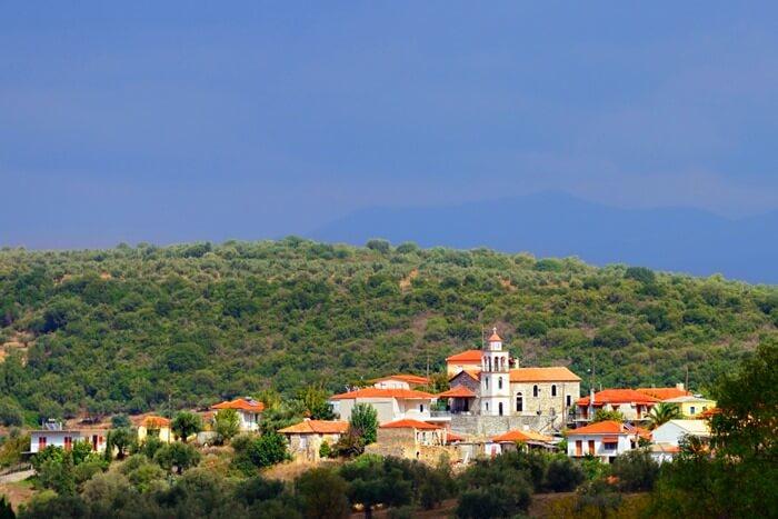 Дим Месини расположен в юго-западной части полуострова Пелопоннес