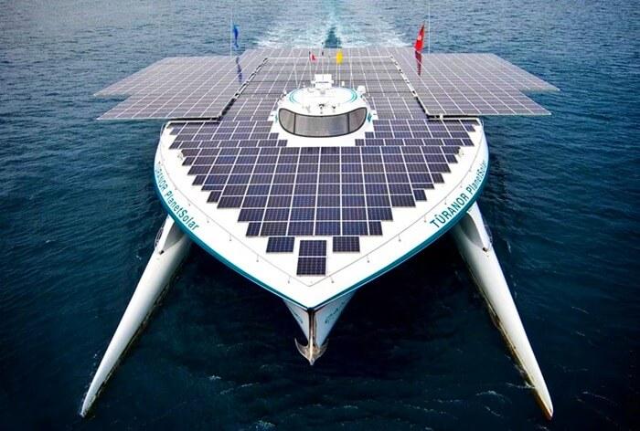 Planet Solar корабль но, как большинство из нас привыкло говорить, солнечных батареях