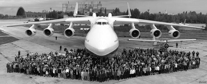 Ан-225 (Мрия) по сравнению с людьми