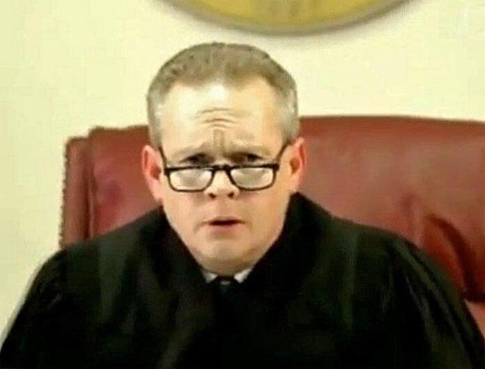 Судья Дональд Томпсон