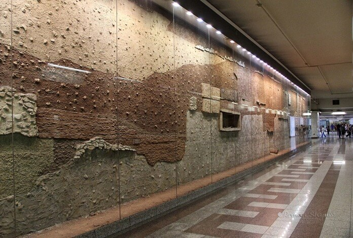 Стеклянная стена раскопок Синтагма, Афины
