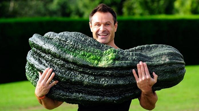 Гигантский кабачок весом почти 50 кг выращен в британском Харрогейте