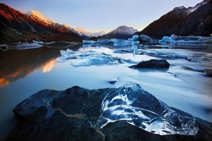 Озеро Тасман в Новой Зеландии