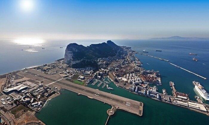 Необычный Аэропорт Гибралтара