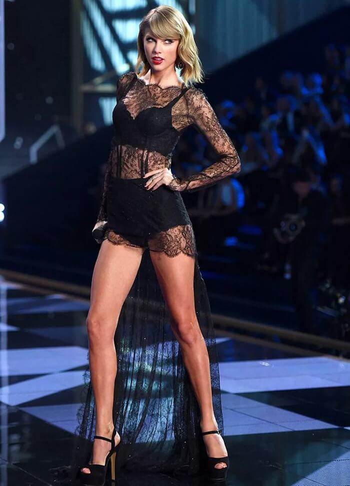 Тейлор Свифт, красивые ноги девушки