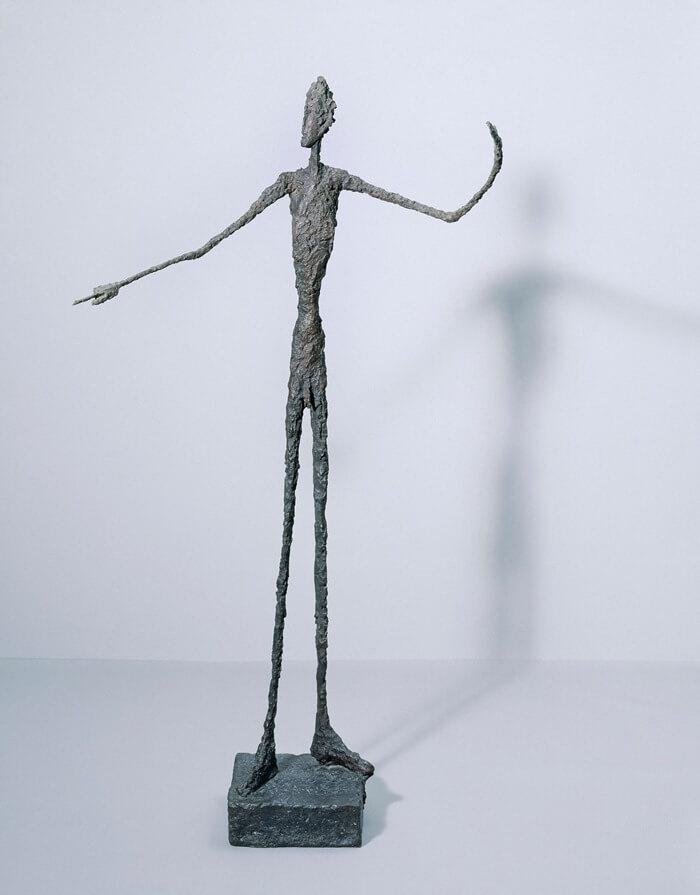 «Указывающий человек» – наиболее дорогая скульптура