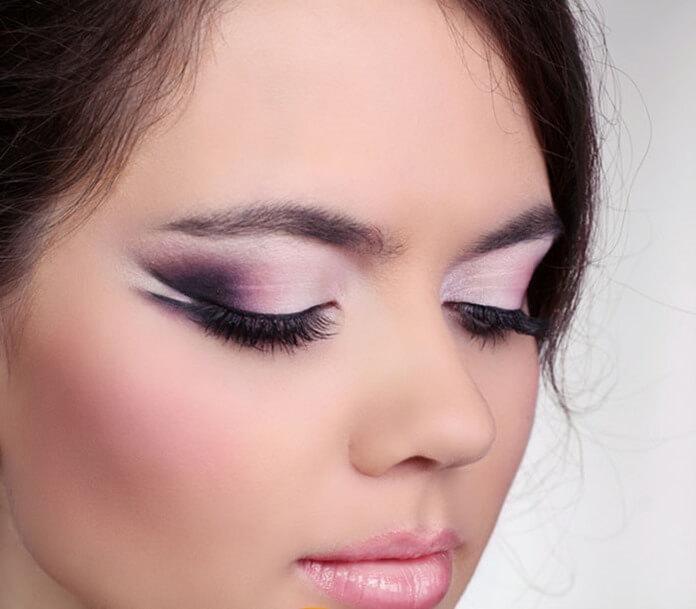 Бледно-розовый макияж