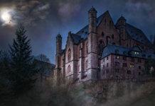 Замок с призраками