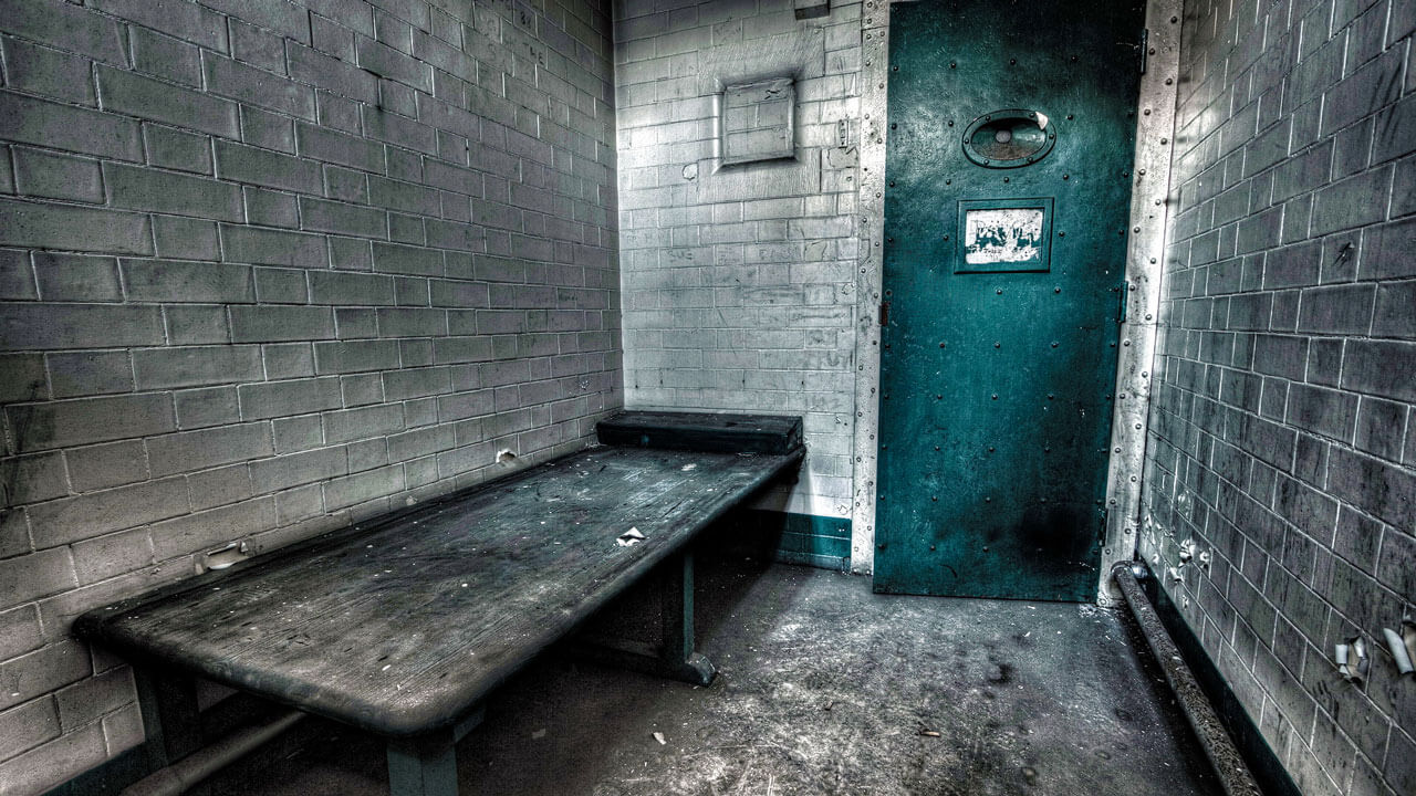 Тюрьма под землей