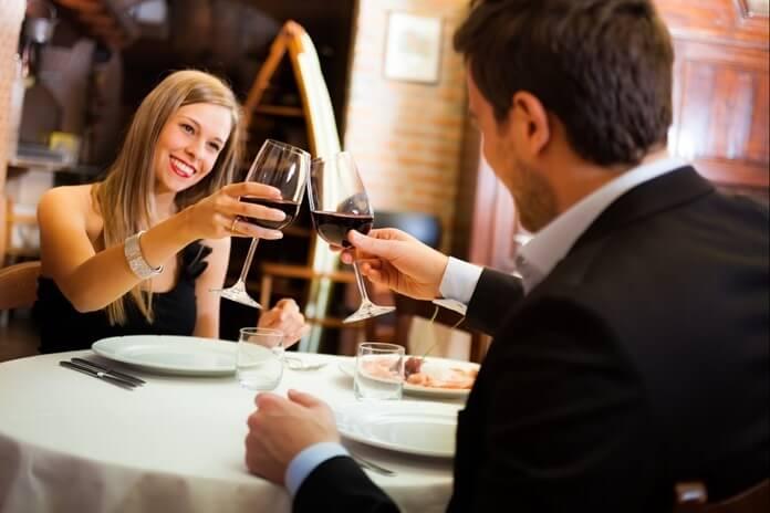 Новогодняя ночь в ресторане или кафе
