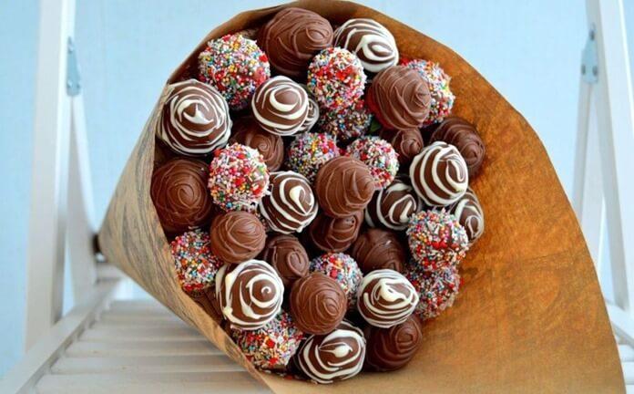 Шоколадный букет в подарок на Новый год 2020