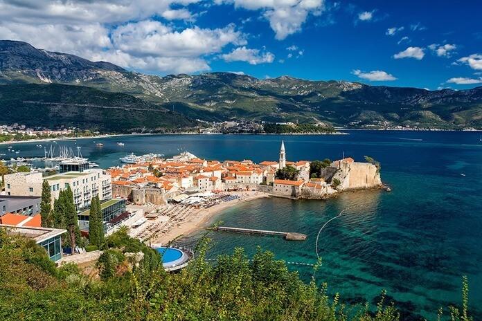 Черногория – сюда можно поехать в июле в Европу