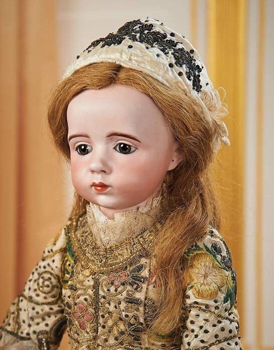 Кукла из бисквита (фарфор) от Альберта Марке – 280.000 долларов