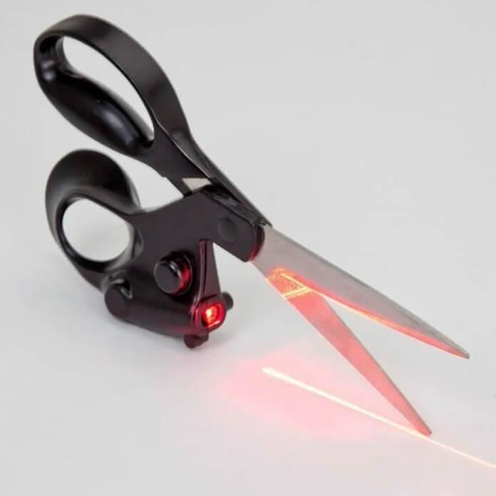 Ножницы универсальные с лазерным указателем