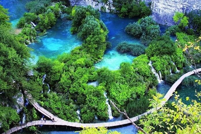 Куда полететь отдыхать в Европу в октябре: Плитвицкие озера, Хорватия